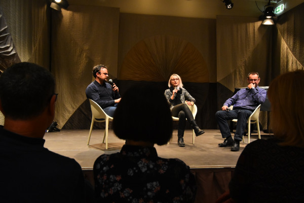 Projekcija dokumentarnog filma ''Medena zemlja'' i moderirani razgovor s gostima